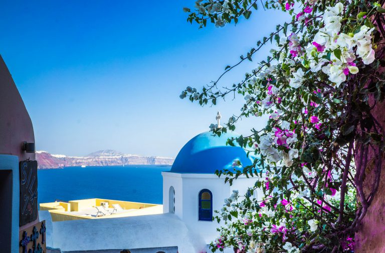 Discovering the Art of Enchanting Oia on Santorini