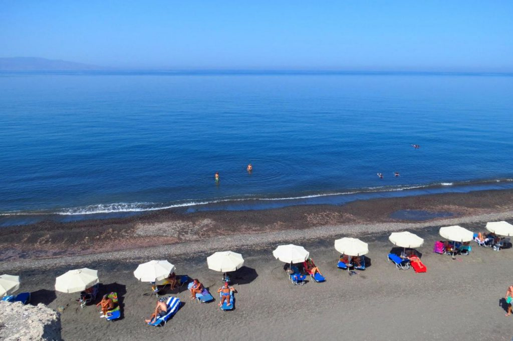 Baxedes beach - Santorini, Photo by: Feel Greece